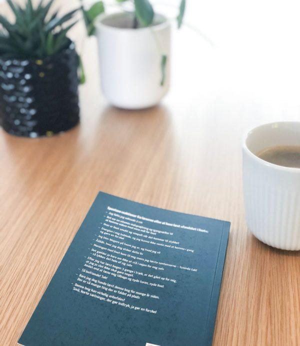 Bagsiden af bogen 'Forelsket i livet'