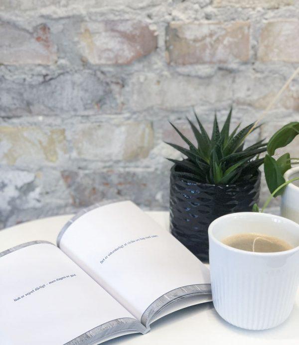 Forelsket i livet åbnet med en kop kaffe